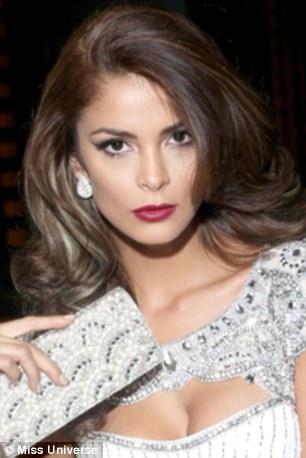 2F8E1F6600000578-3369307-Twenty_four_year_old_Miss_Peru_Laura_Spoya_looked_strikingly_sim-a-68_1450732625500