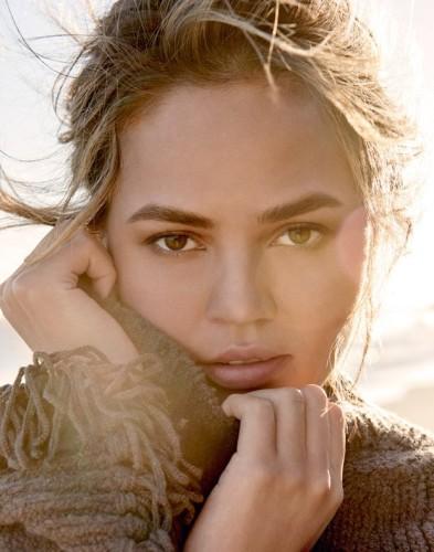 Chrissy-Teigen-Vogue-Thailand 1