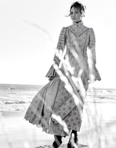 Chrissy-Teigen-Vogue-Thailand-Yu-Tsai-0