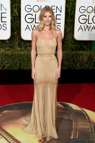 GoldenGlobeAwardsArrivals-rosie-huntington-whiteley-