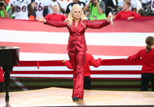 1-Lady-Gaga-Sings-the-National-Anthem-at-Super-Bowl-50-in-a-Gucci