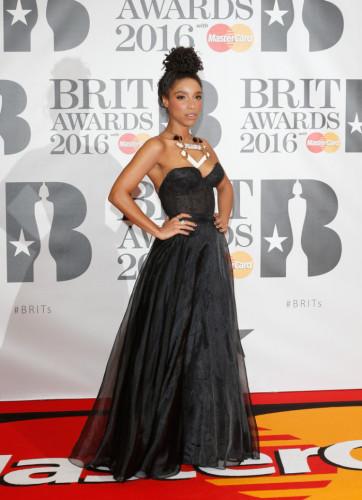 Brit-Awards-2016-Red-Carpet-lianne-la-havas