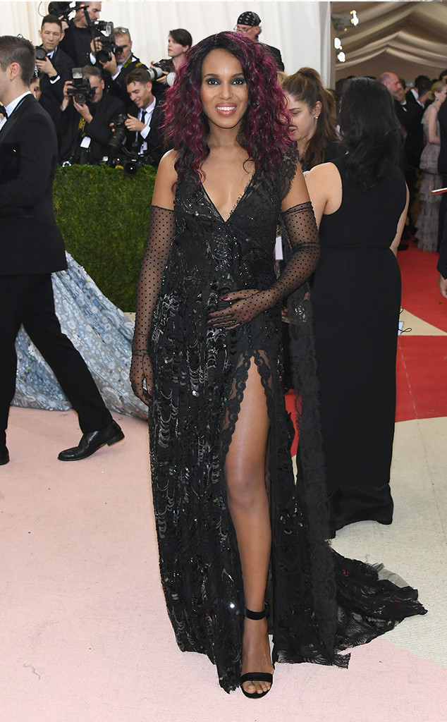 The Reveal. We First found out the Kerry was pregnant on the steps of the MET (in Couture Marc Jacobs) at this year's MET Gala.